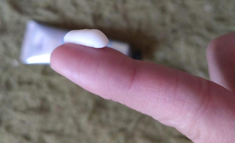 デオナチュレ 男足指さらさらクリームを手に取ってみた