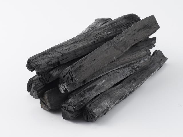炭の種類と効能の違いとは?